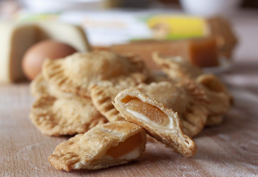 Empanadillas de queixo e marmelo