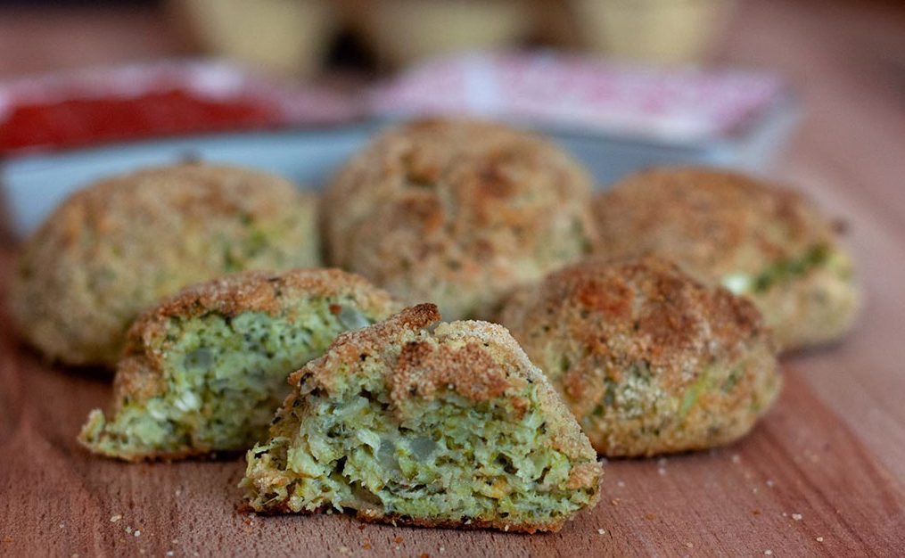 Albóndegas de brócoli e queixo feta