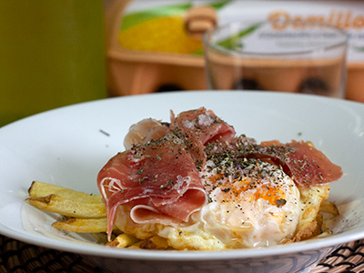 Ovos rotos con xamón e patacas palla